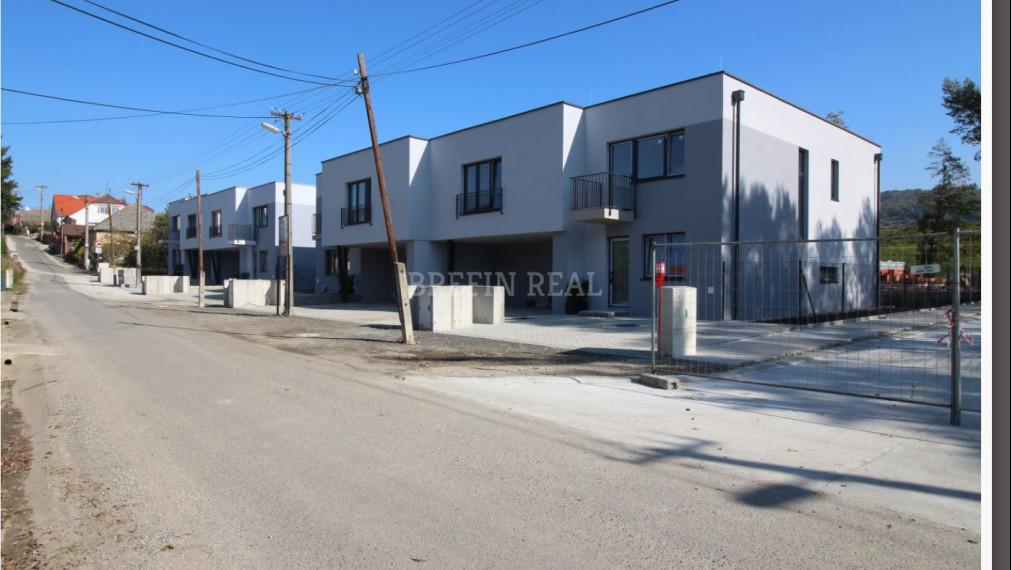 Skolaudované 4.izb. RD v obci Kuchyňa-v štandarde už od 137.229 €.